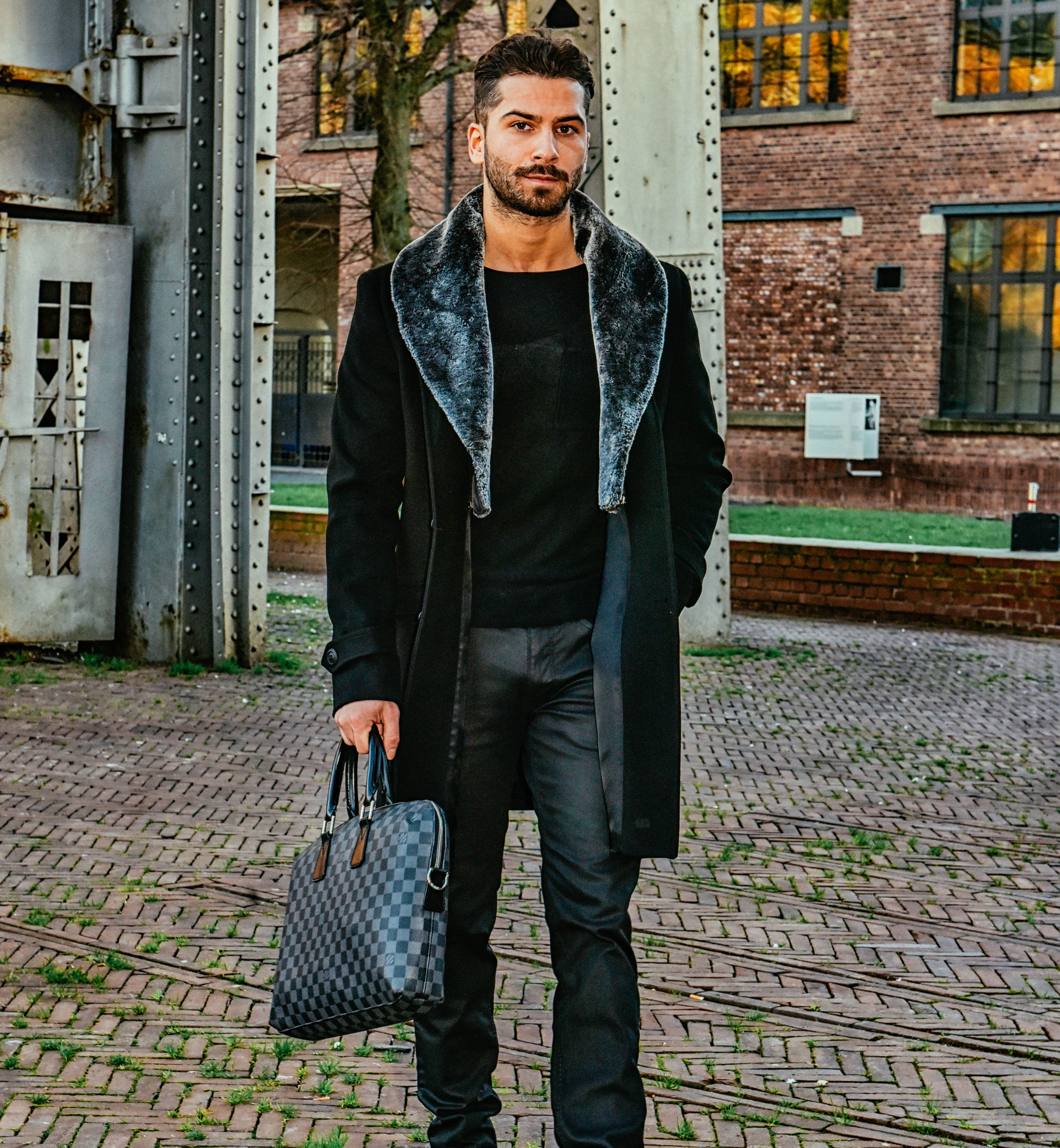 Schwarzer langer mantel mit pelz descy official - Schwarzer langer mantel ...