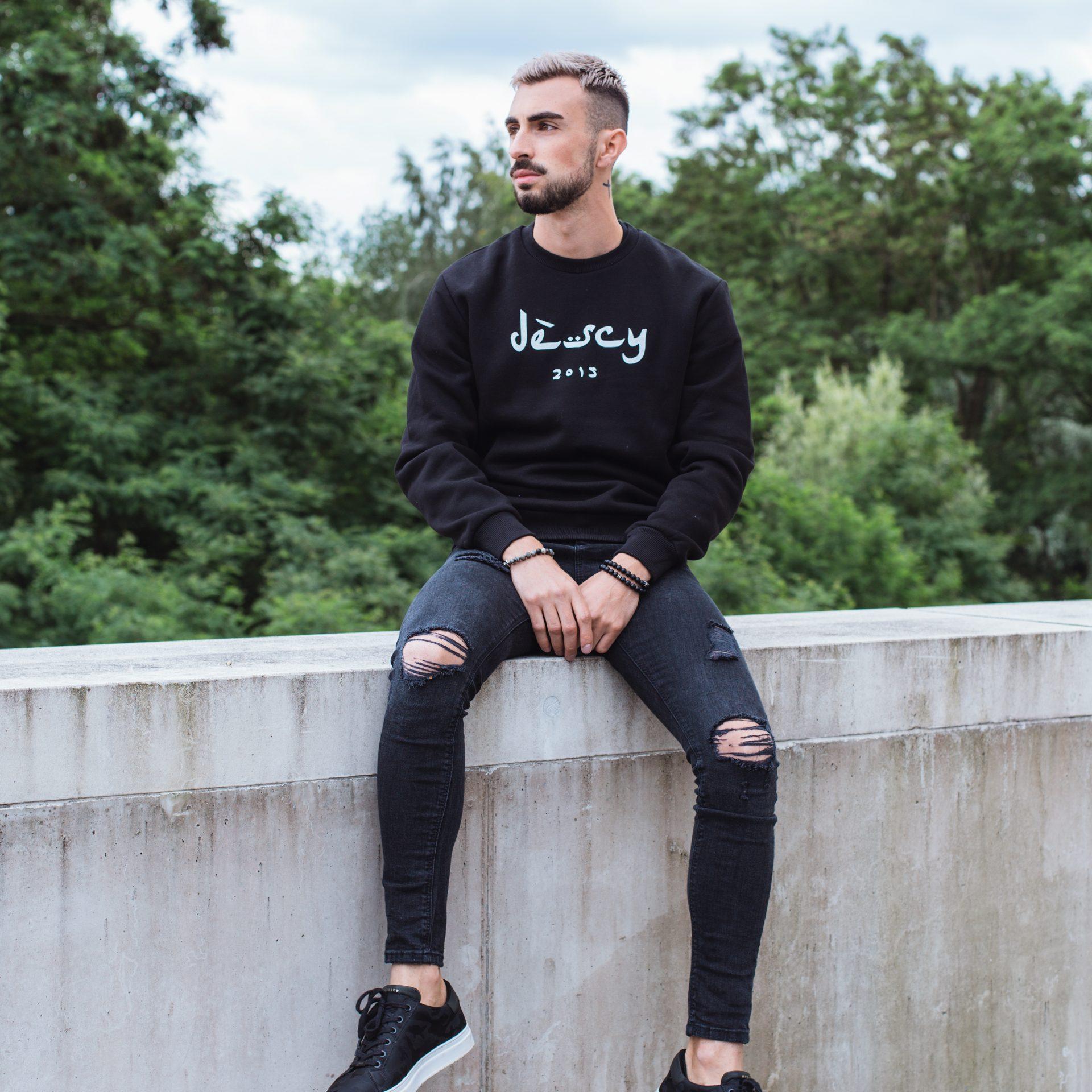 DESCY Arabic Logo Sweater Black Unisex